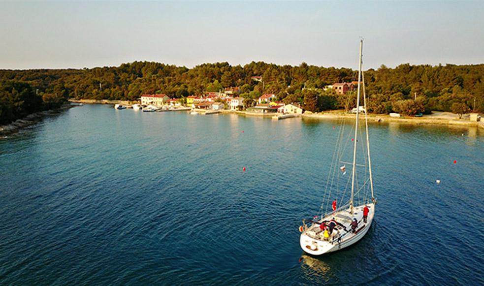 Start mit dem Bareboat Sporedo