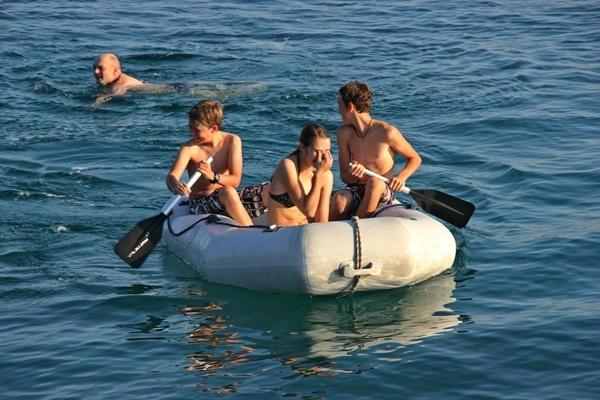 Beiboot paddeln Kinder Spaß Sporedo
