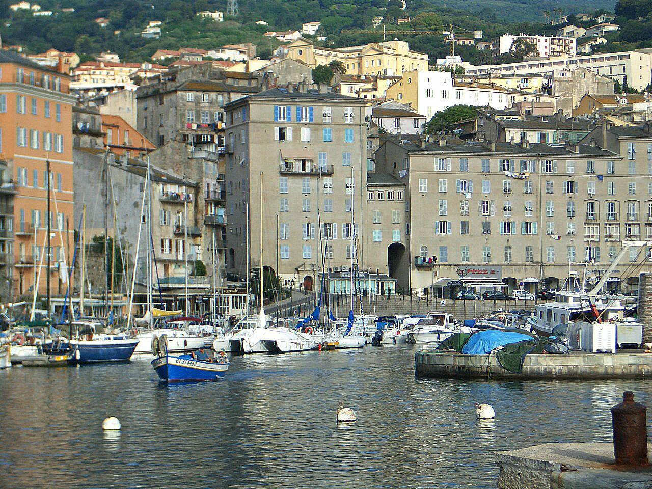 Hafen Segelreisen mit Sporedo