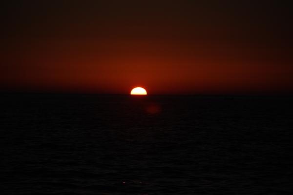 Sonnenuntergang dunkel rot malerisch